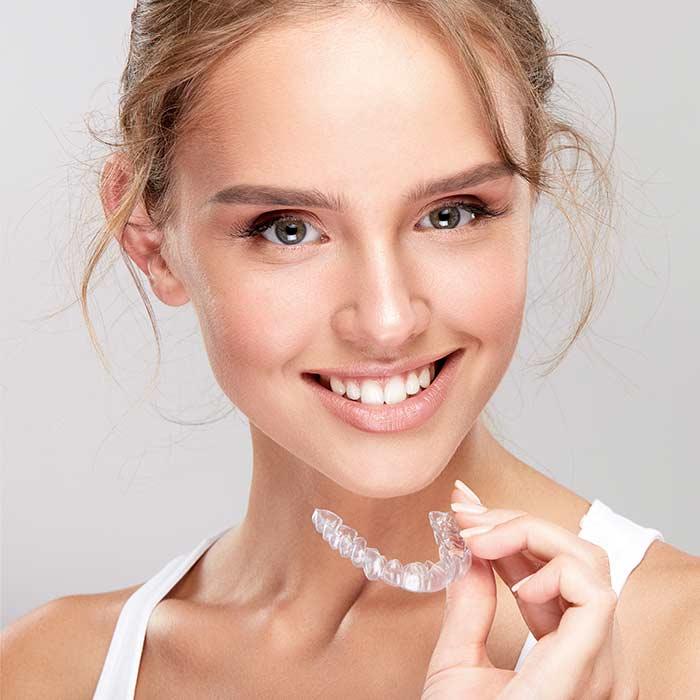 apparecchio-odontoiatrico-invisibile-sassuolo-modena